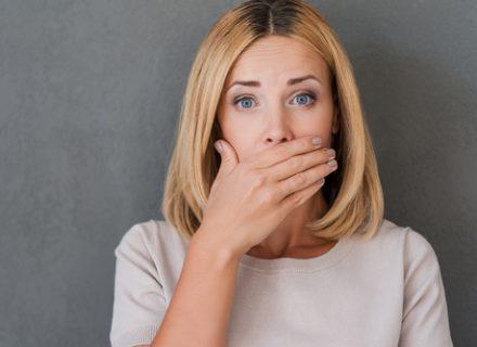 17 priežasčių, dėl kurių gali atsirasti skausmingos burnos žaizdelės.