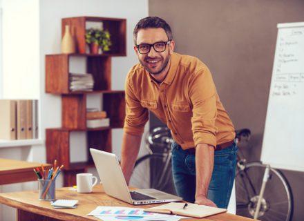 Akių sveikata. Kaip pagerinti ją darbo vietoje?