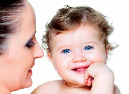 Kada išdygsta pirmieji dantukai?