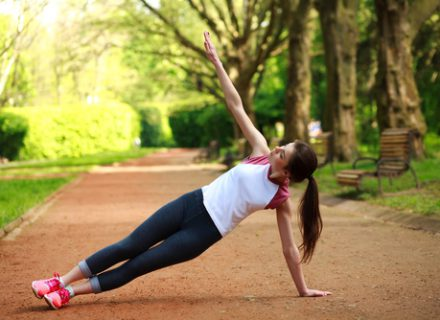 Nugaros skausmo prevencija – smagūs užsiėmimai su pakabinamų juostų sistema