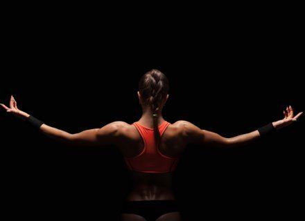 Kaip sėkmingai įvykdyti Naujųjų metų pažadą – sportuoti? 5 trenerės patarimai.+VIDEO