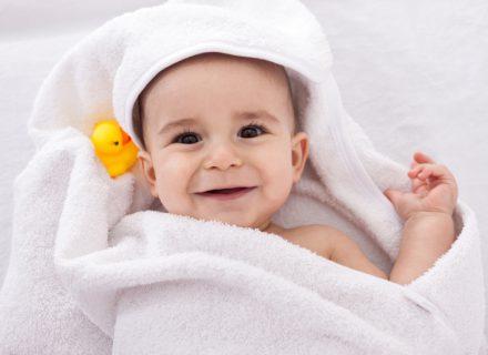 Kūdikio higiena. 11 žingsnių, kaip maudyti mažylį.