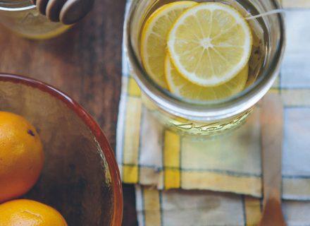 7 naminės priemonės, padėsiančios suvaldyti kosulį