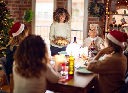 Kodėl per šventes geriau susilaikyti nuo komentarų apie aplinkinių valgymo įpročius?