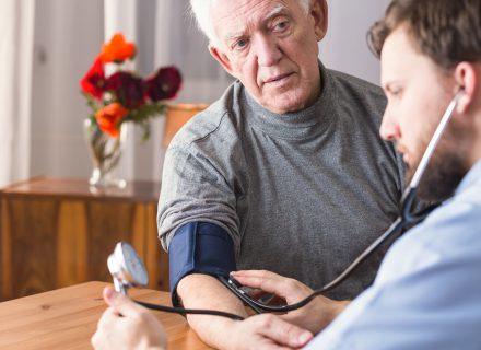 Vyresnio amžiaus pacientų, sergančių arterine hipertenzija, gydymas
