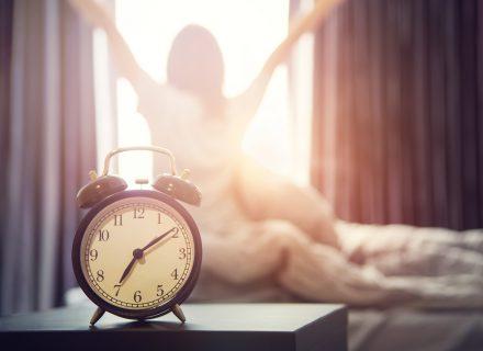 Kaip lengvai atsikelti anksti ryte?