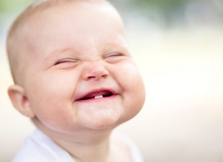 Vaikų dantų dygimas. Ką turime žinoti?