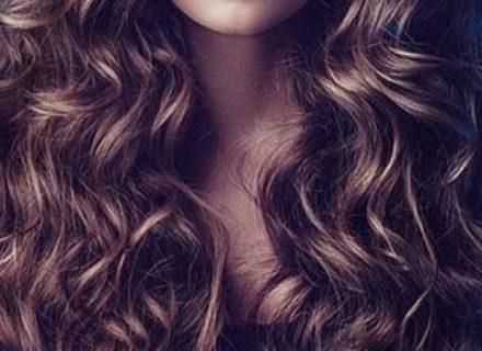 Kaip rūpintis plaukais žiemą? 5 paprastos priežiūros taisyklės ir keletas natūralių priemonių idėjų