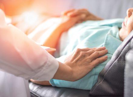 Vyresnių pacientų opų ir pragulų priežiūra: kaip išvengti, gydyti ir nepakenkti
